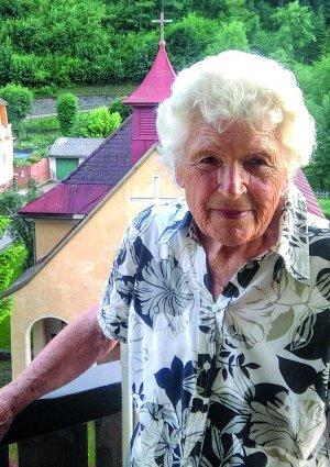Portrait von Helga Bayer
